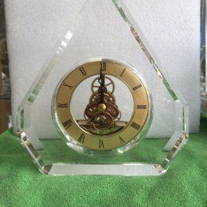 Biểu trưng Pha lê gắn đồng hồ - BTPLĐH 015