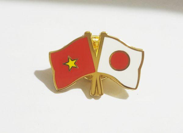 Huy hiệu Cờ Việt Nam - Nhật Bản