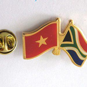 Huy hiệu Lá cờ Việt Nam - Nam Phi